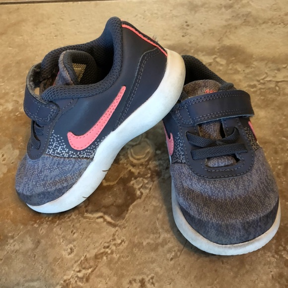 finest selection 8e39c 27bfb Toddler Girl Nike Sneakers, Size 6